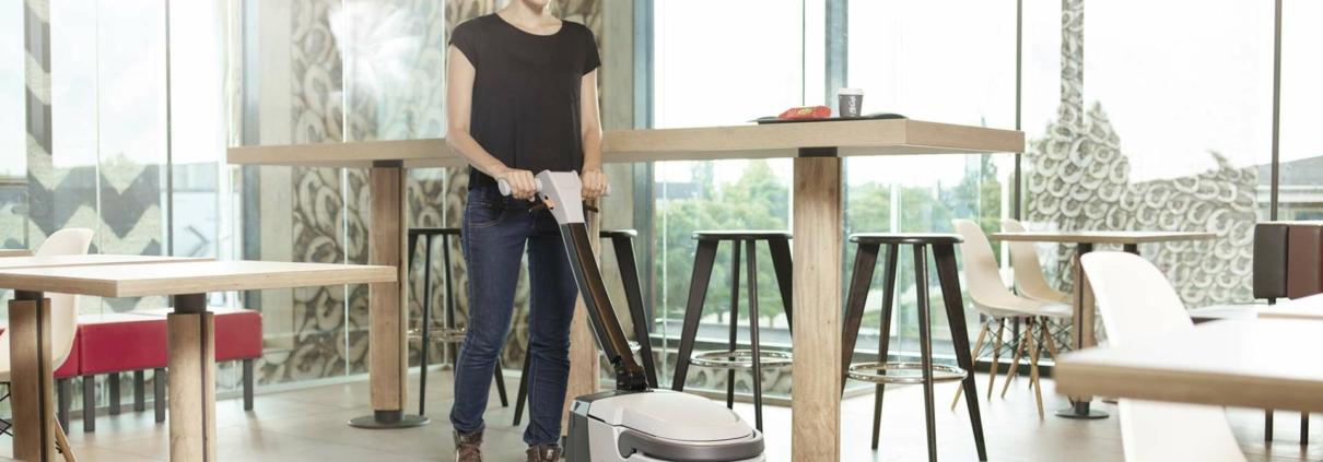 čistící a úklidová technika - malý mycí stroj