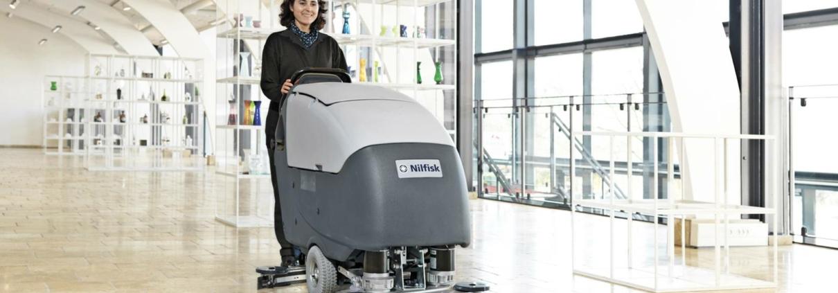 Velké podlahové mycí stroje Nilfisk