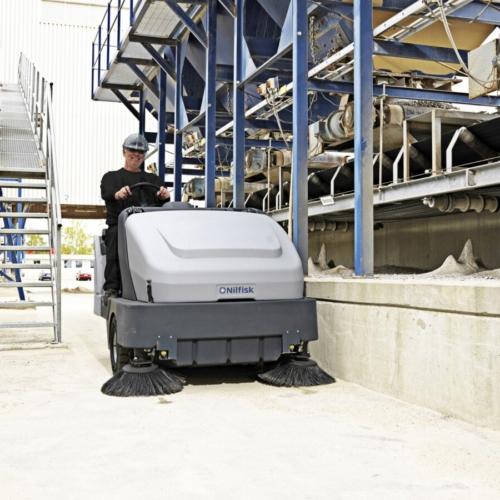 Zametací stroje se sedící obsluhou velké